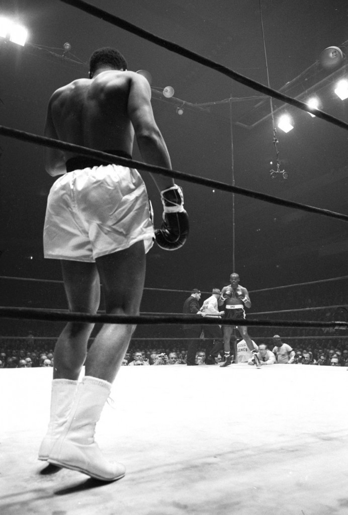 Clay vs Jones, Ali's Back in Foreground