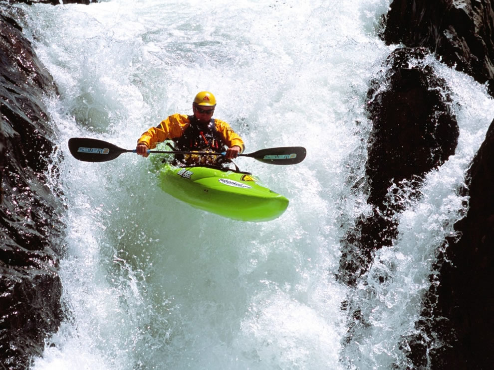 Extreme-Kayaking-Wallpaper