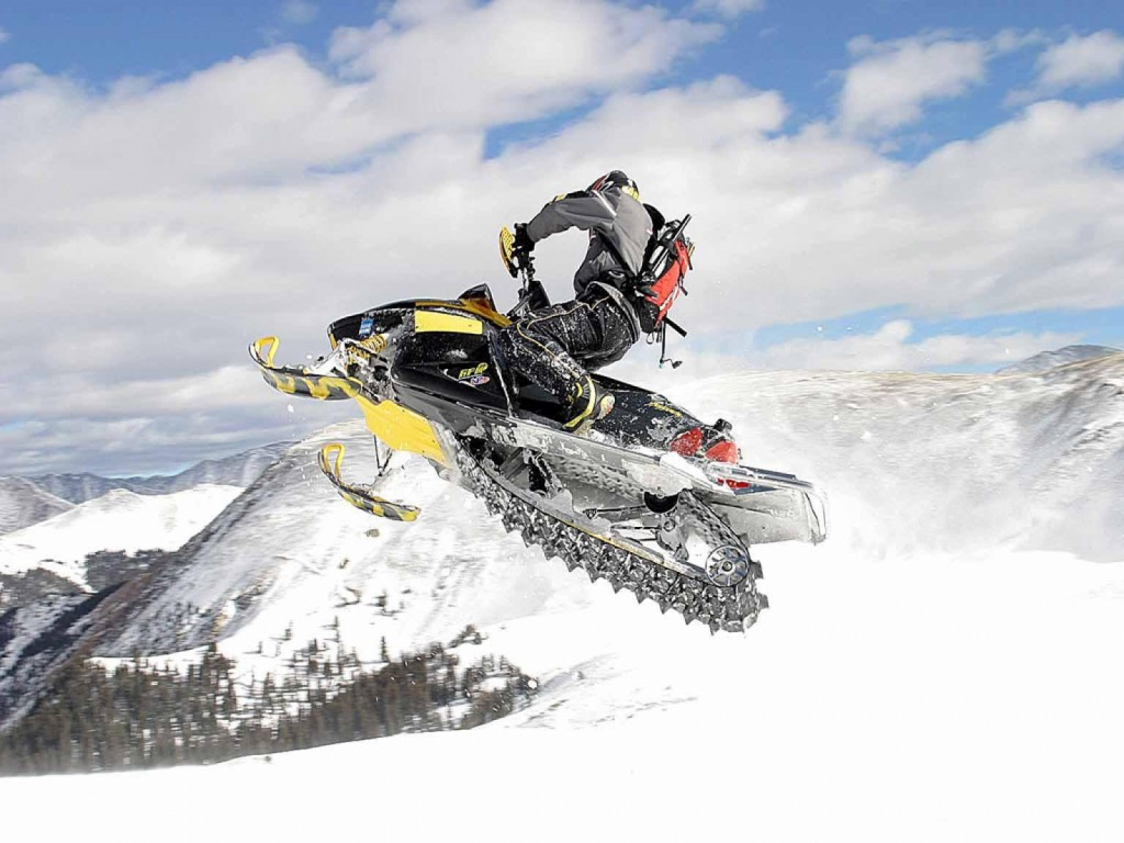 Extreme-snowmobile-1600-1200