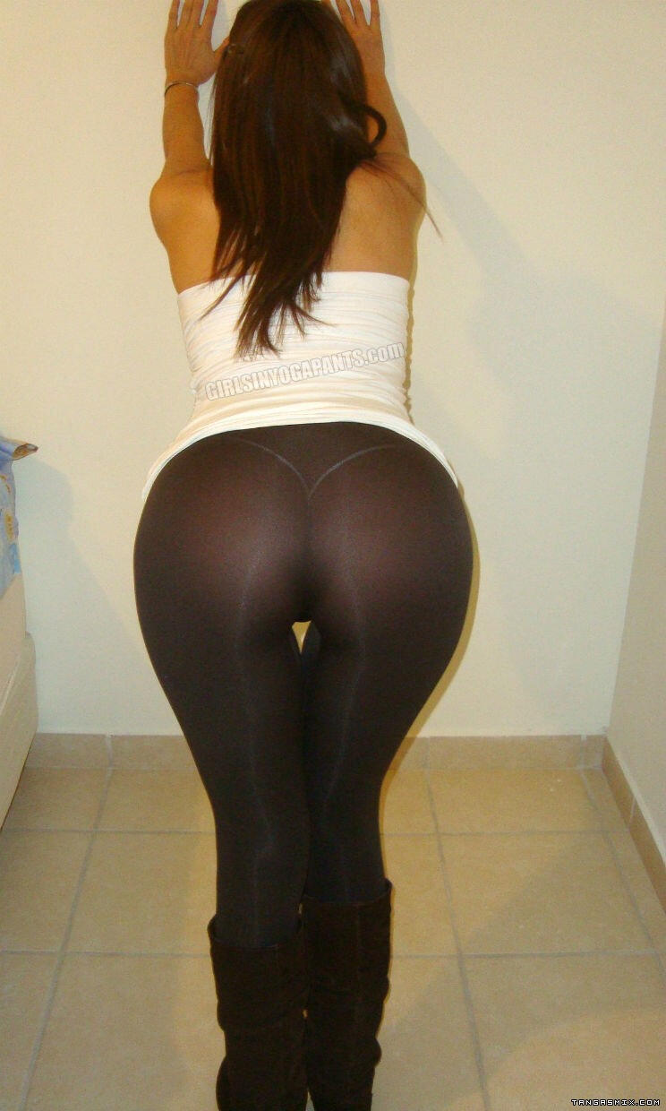 Sorry, Girls in yoga pants bent over ass share