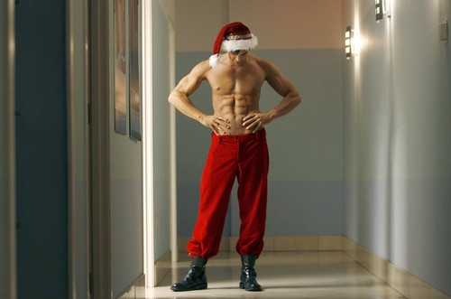 santa-claus-with-muscles-bodybuilder-steroids